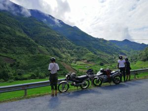 tourists-on-ha-giang-loop-with-motorbikes